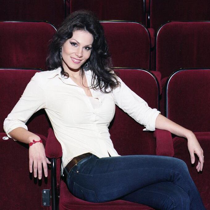 Martina Belli (Mezzo-soprano) - Short Biography