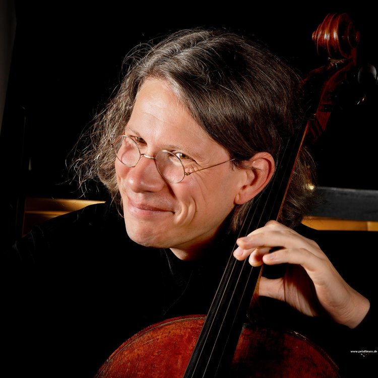 """Peter Bruns once confirmed the closeness to Casals, saying: """"I also try to speak with the instrument."""" - Maja Ellmenreich in Deutschlandradio Cologne (2006) - Bruns-Peter-03"""