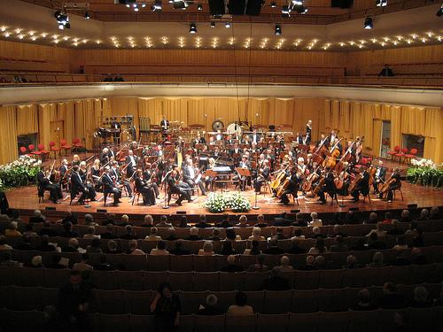 yaponskiy-simfonicheskiy-orkestr-v-ispolnenii-golih-muzikantov