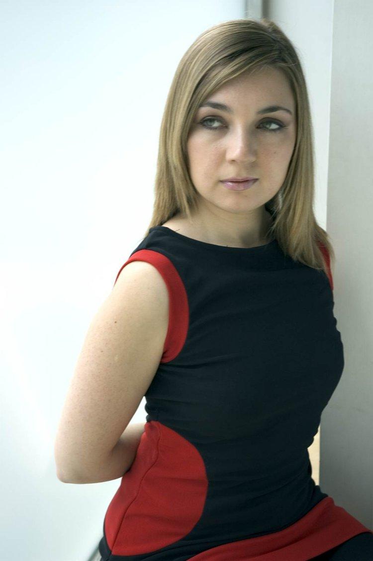 Genia Piano Short Biography
