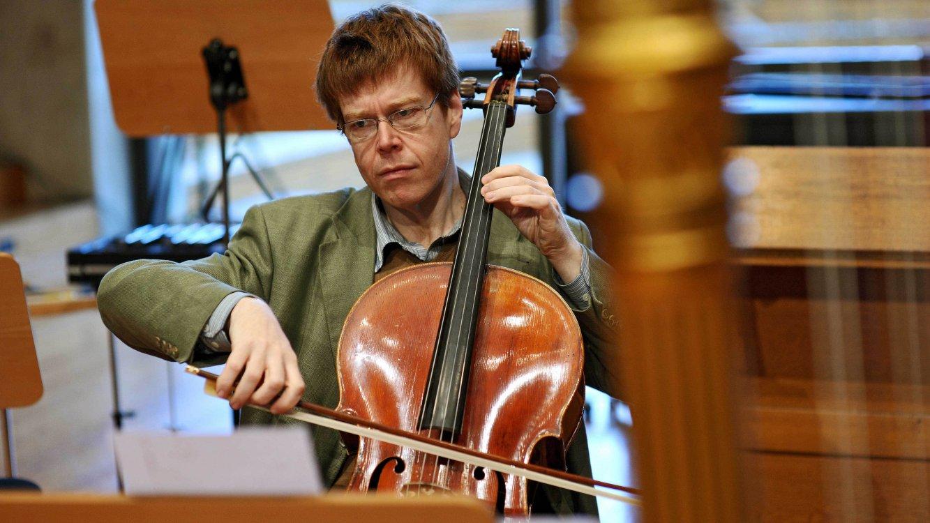 Guido Schiefen (Cello) - Short Biography